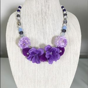 Jewelry - Necklace with purple flowers!!!💐